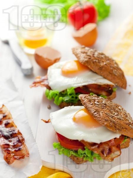 Сандвичи с бекон и яйце - снимка на рецептата